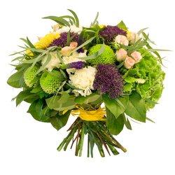 Букет — вероника, гвоздика, гортензия, розовая кустовая роза, салал, синий трахелиум, хризантемы, эвкалипт, — в Санкт-Петербурге