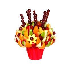 Большое количество фруктов, ягод, цитрусовых и других.