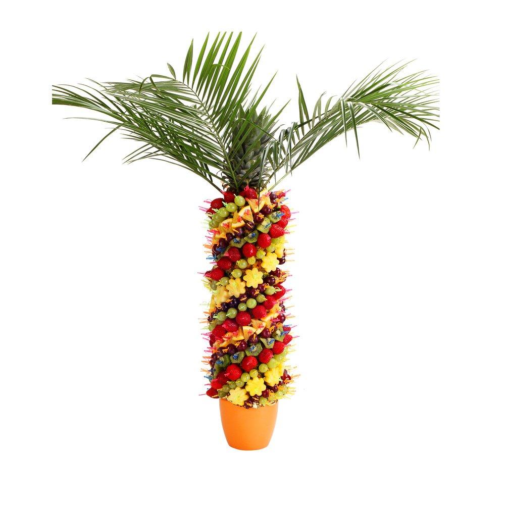 Яркая пальма из фруктов, ягод и цитрусов.