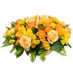 Корзина с яркими розами в Санкт-Петербурге