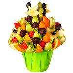 Оригинальное сочетание фруктов, ягод и цитрусов.