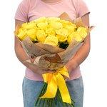 Желтые розы, как напоминание о солнце Бразилии и песке пляжа Капакабано
