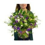 Букет из альстромерии, фрезии, лизиантуса, тюльпанов, гриннбелла и салала в Санкт-Петербурге