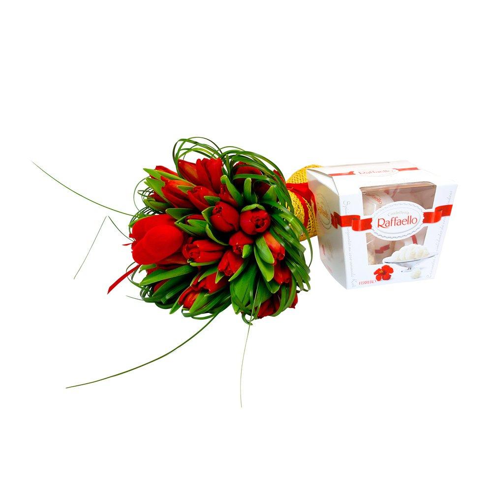 Tulipa. Valentine - красные тюльпаны в упаковке с сердечками.