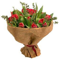 Истинный французский стиль Людовика V в букете с тюльпанами.