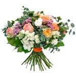Французские золотые розы, розовая вероника и хризантемы в оригинальном букете.