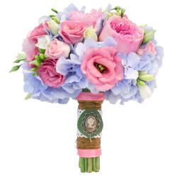 Букет невесты с гортензией и пионовидными розами в Санкт-Петербурге