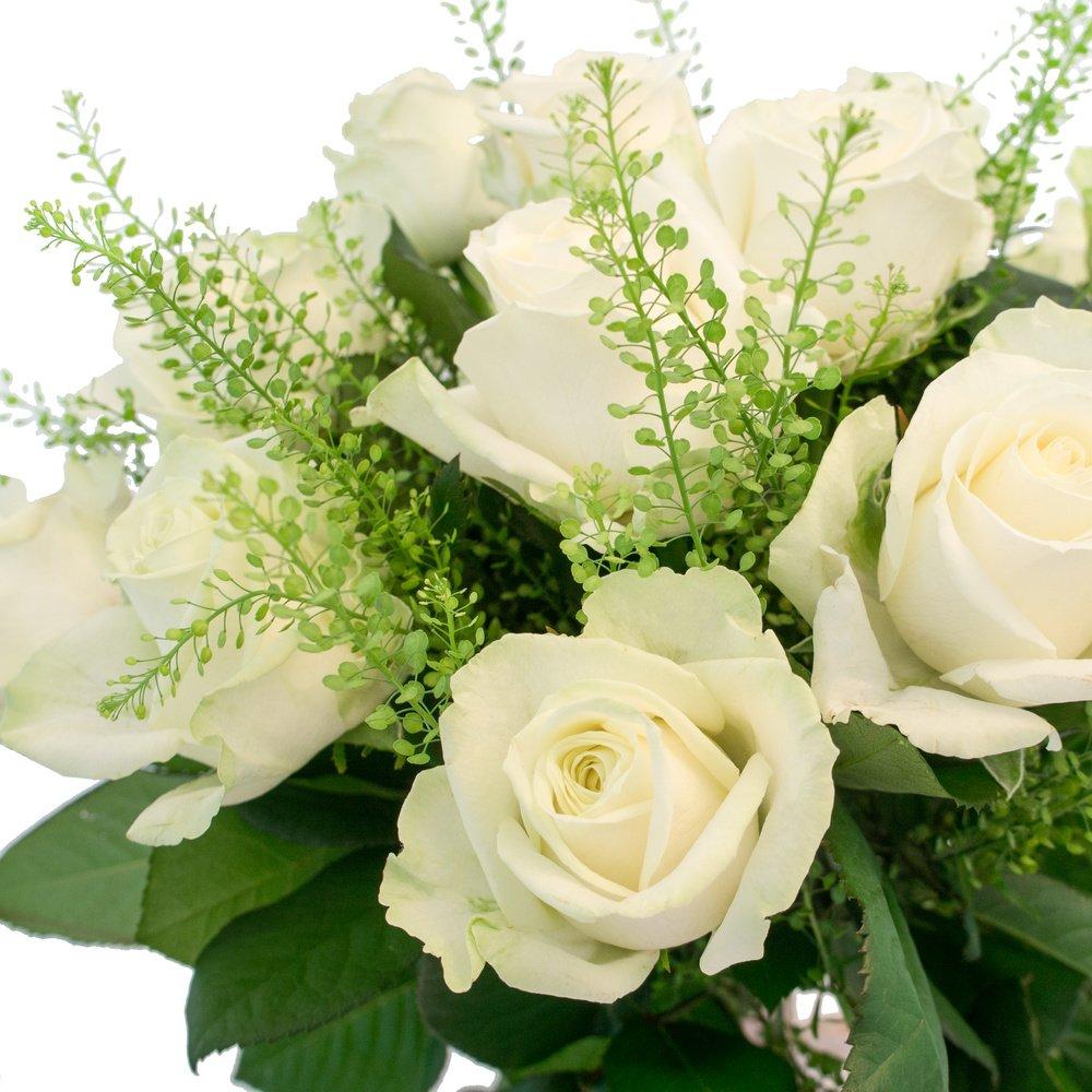 Рэйчел: белые розы с гринбелом