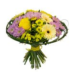 Хризантемы, бутоны роз и желтые герберы.
