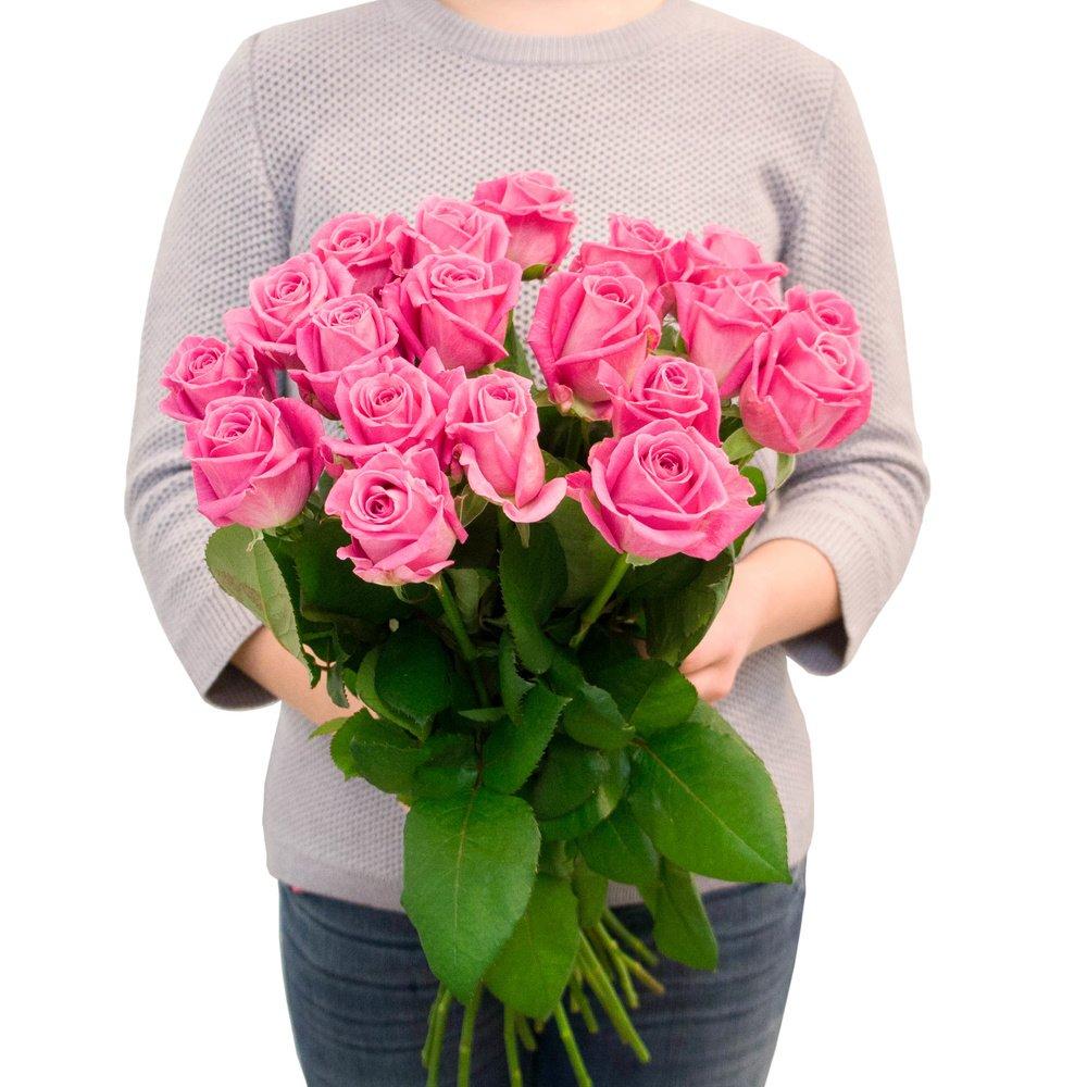 19 розовых роз