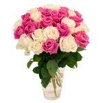 Букет из 31 розовой и белой розы в Санкт-Петербурге