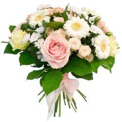 Герберы, розы, хризантемы и салал - прекрасный натюрморт