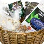 Прекрасный набор для подарка мужчине - кофе, шоколад и конфеты.