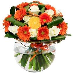 Яркий и красивый букет с дольками апельсина в Санкт-Петербурге
