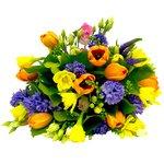 Букет из синих гиацинтов, розовых лизиантусов, нарциссов, салала, оранжевых тюльпанов, жёлтых фрезий в Санкт-Петербурге