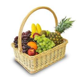 Большая, красивая корзина, которую наполнят фруктами по вашему выбору.