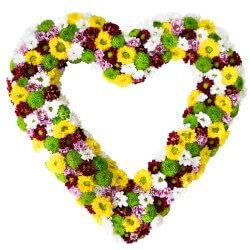 Хризантемы в оригинальной валентинке в виде сердца
