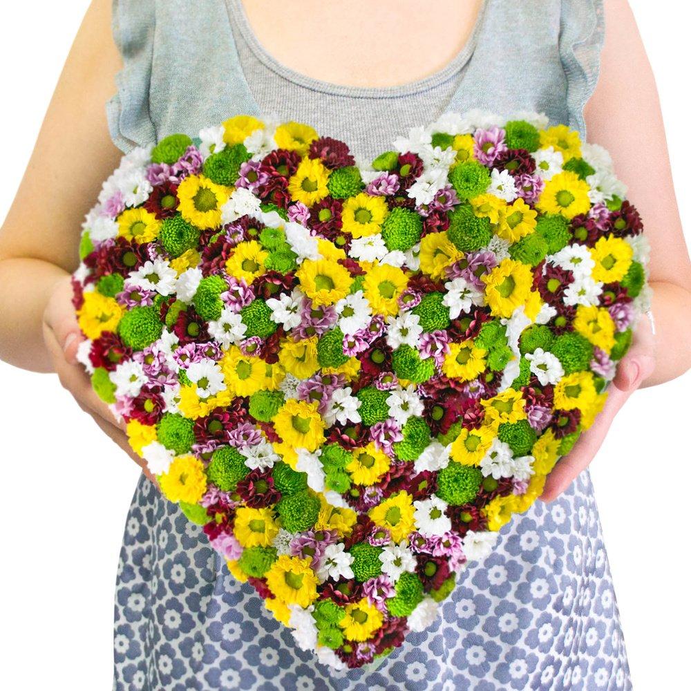 Сердце из цветов №4 - хризантемы Сантини