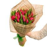 Букет из красных тюльпанов в Санкт-Петербурге