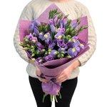 Букет из ирисов синих, лизиантусов лиловых в Санкт-Петербурге