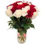Букет из 25 красных и белых роз в Санкт-Петербурге