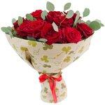 Букет из красных роз и эвкалипта в Санкт-Петербурге