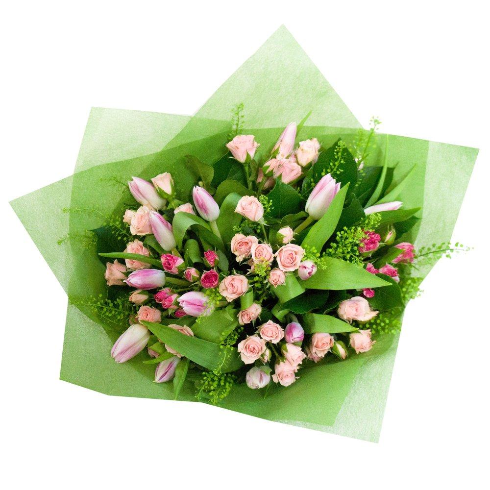 Лилу: букет с розовыми тюльпанами и кустовыми розами