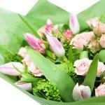 Букет с кустовыми розами и тюльпанами в Санкт-Петербурге