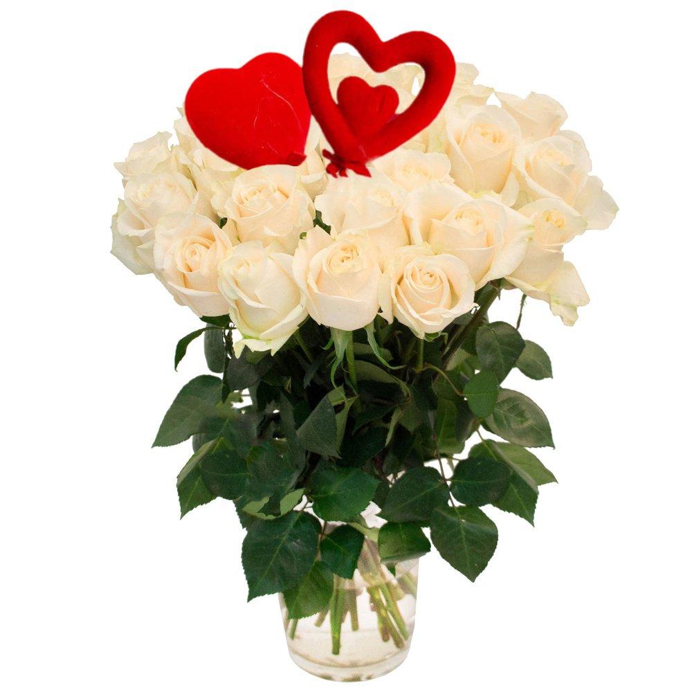 25 белых роз с сердцами