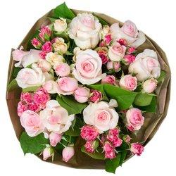 Букет из розовых и кустовых розовых роз в Санкт-Петербурге