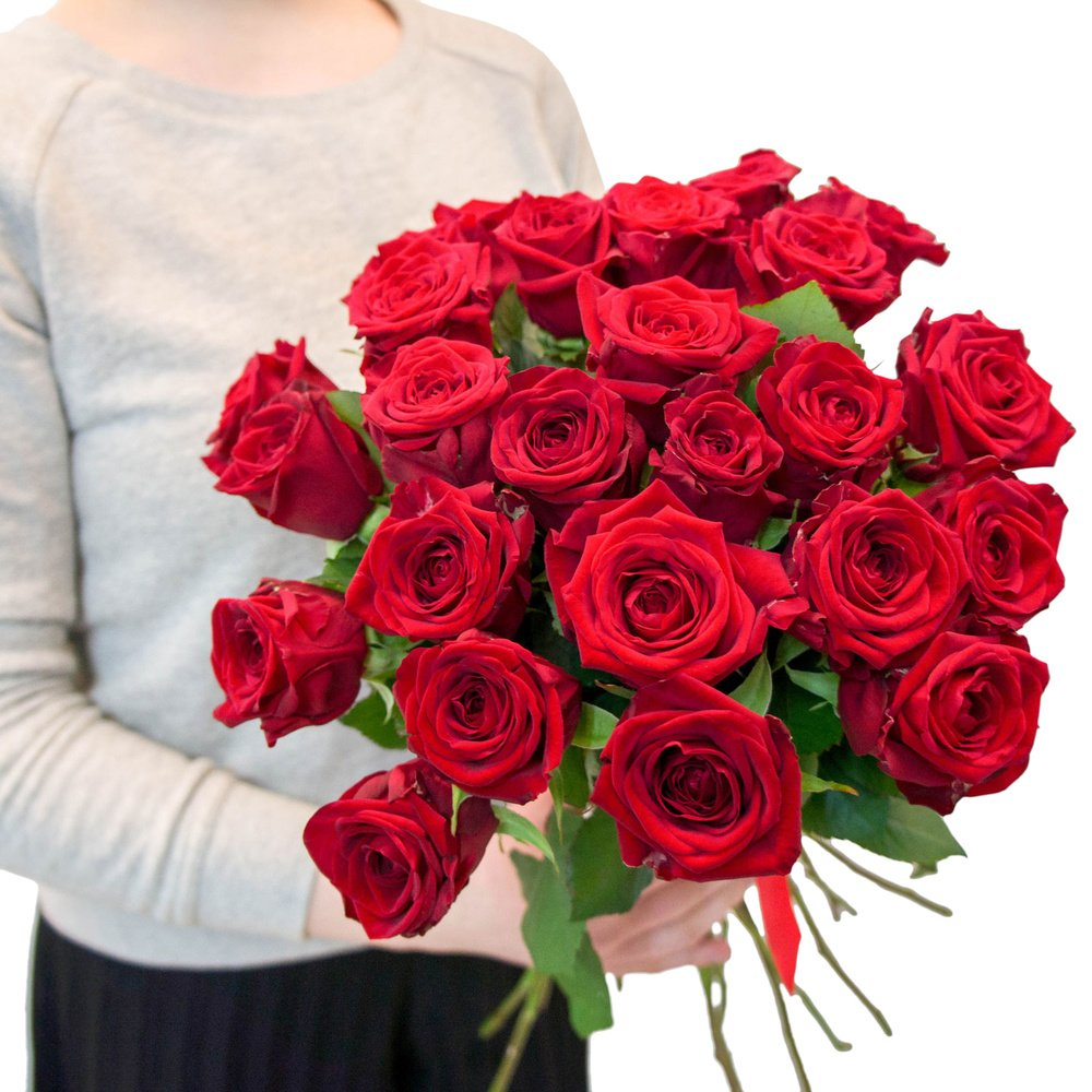 25 алых роз по акции