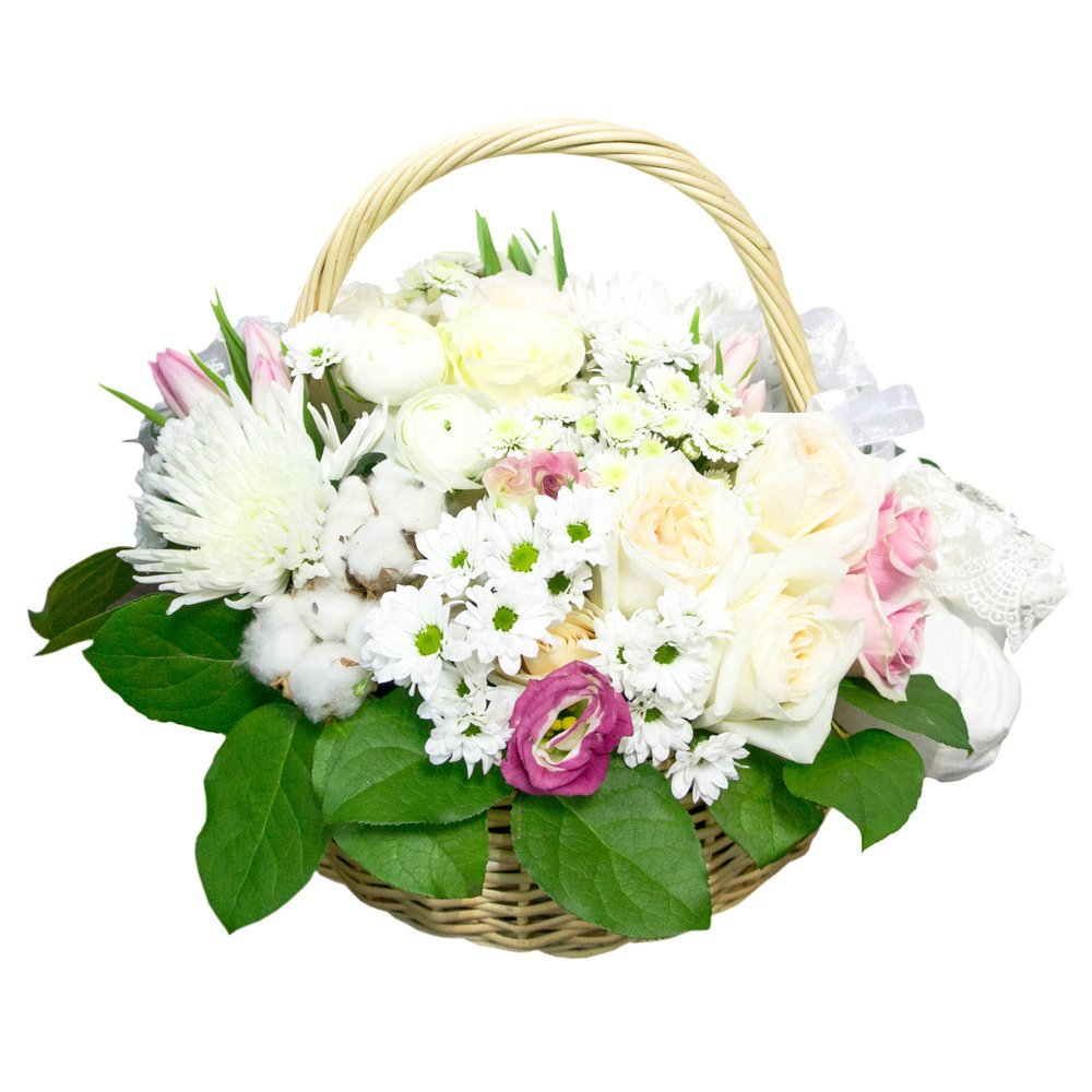 Корзина с пинетками: букет с тюльпанами, хризантемами 3х видов, розами с подарком на рождение малыша