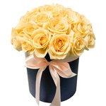 Цветы в коробке с персиковыми розами в Санкт-Петербурге