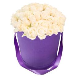 Букет 55 белых роз в шляпной коробке в Санкт-Петербурге