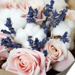 Букет из лаванды, розы розовой микст и хлопка. Санкт-Петербург.