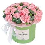 Розовые гвоздики и эвкалипт в шляпной коробке в Санкт-Петербурге