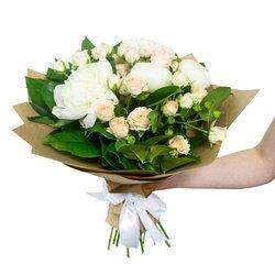 Пионы белые, роза кустовая персиковая, салал
