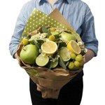 Букет из винограда зелёного, лайма, лимона и яблок зеленых в Санкт-Петербурге