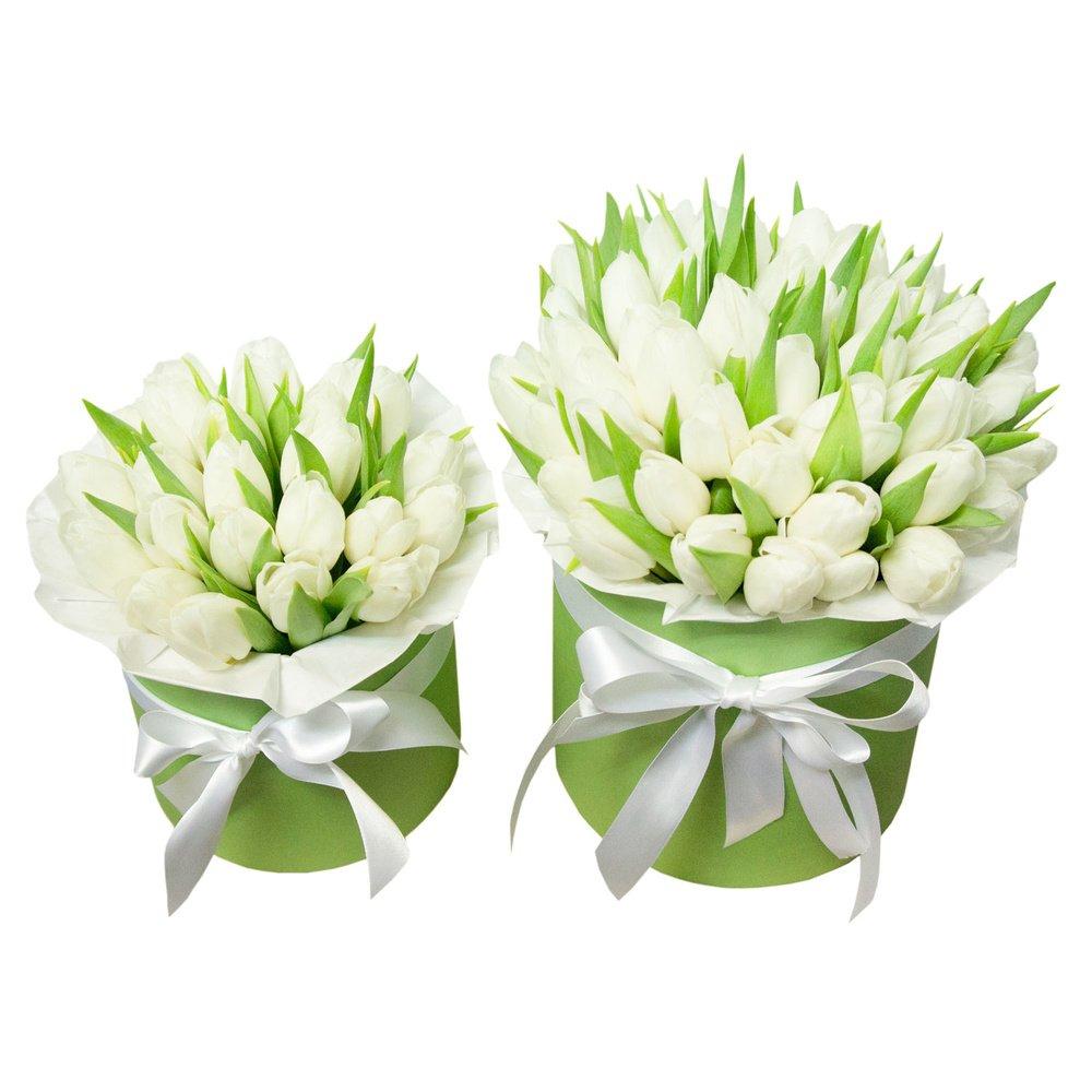 Шляпные коробки с белыми тюльпанами для мамы и дочки в Санкт-Петербурге