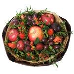 Букет из винограда тёмного, клубники, яблок красных в Санкт-Петербурге