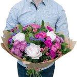 Розово-сиреневый букет из гвоздики лунной, пионов, розы кустовой, роз Мисти Баблз, салала, статицы, фисташки и хризантемы сиреневой