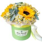 Цветы в шляпной коробке: ромашки, подсолнухи, эвкалипт. В Санкт-Петербурге