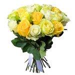 Букет 25 белых, жёлтых и зелёных роз в Санкт-Петербурге