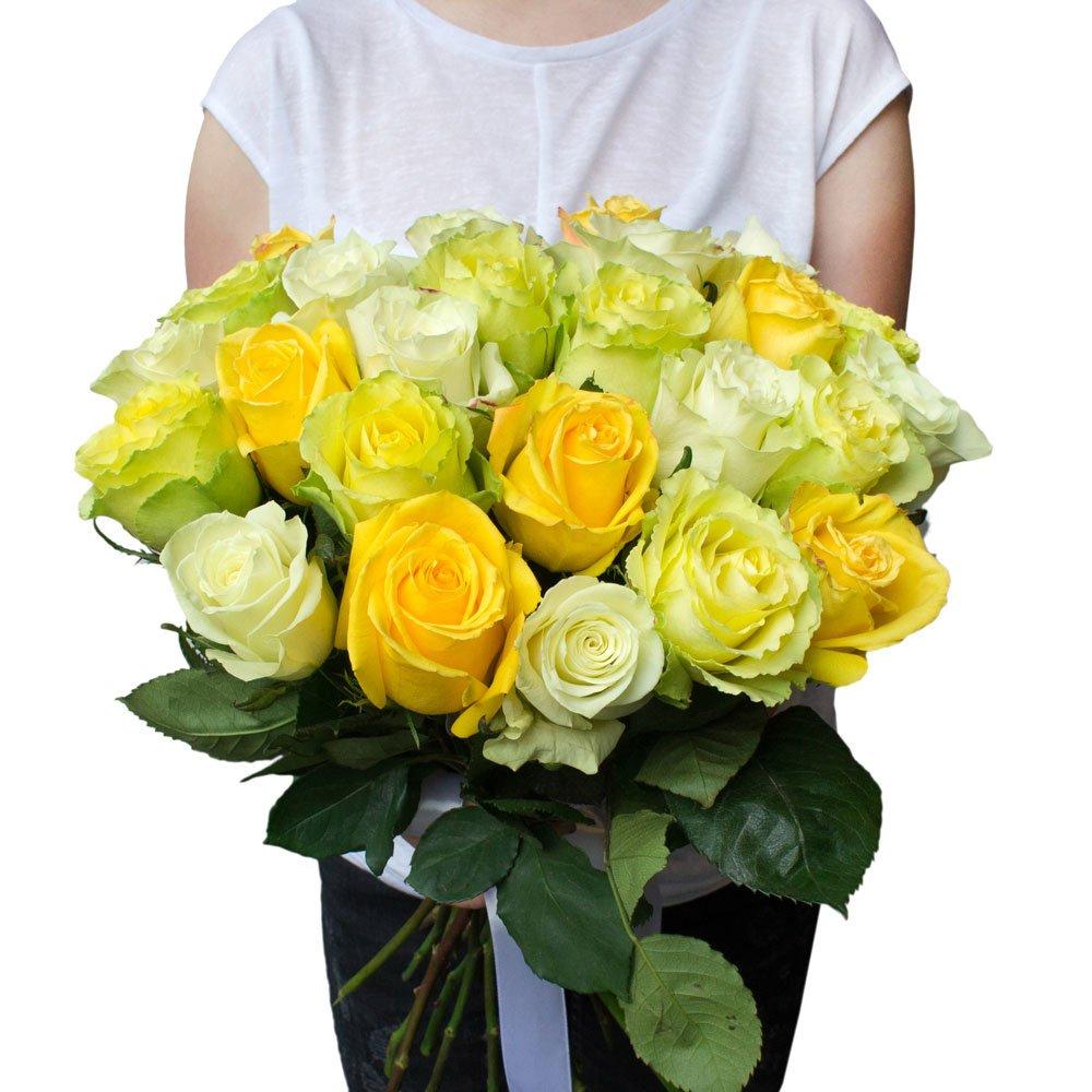 25 жёлтых, зелёных и белых роз