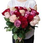 Букет 25 розовых, фиолетовых и красных роз в Санкт-Петербурге