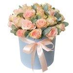 Шляпная коробка с розой Ла Белла и эвкалиптом в Санкт-Петербурге