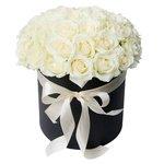 Шляпная коробка с белыми розами в Санкт-Петербурге
