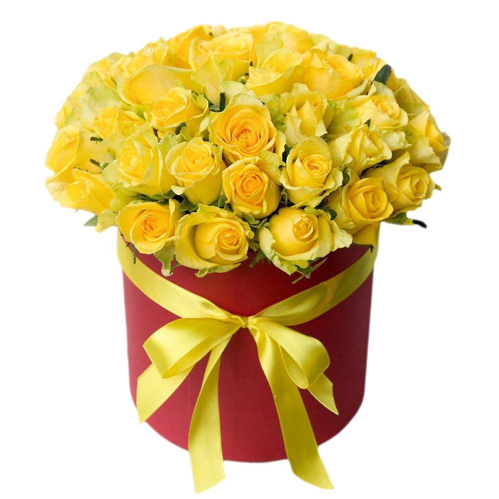 Шляпная коробка с 31 жёлтой розой в Санкт-Петербурге