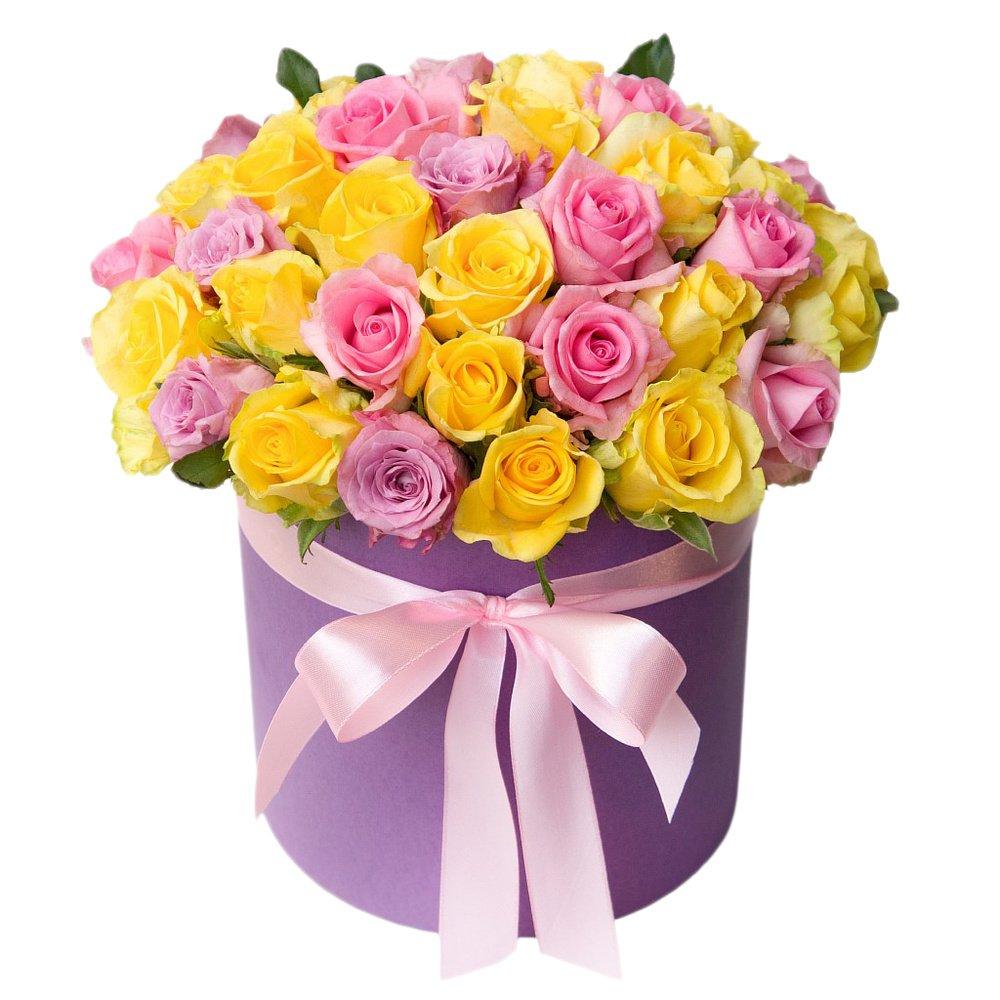 Шляпная коробка с желтой, розовой и фиолетовой розой микс в Санкт-Петербурге