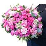 Букет из астильбы, ваксфлауэра, розовых гвоздик, кустовых розовых роз, роз Мисти Бабблз, розовых тюльпанов, белых фрезий, листьев эвкалипта в Санкт-Петербурге